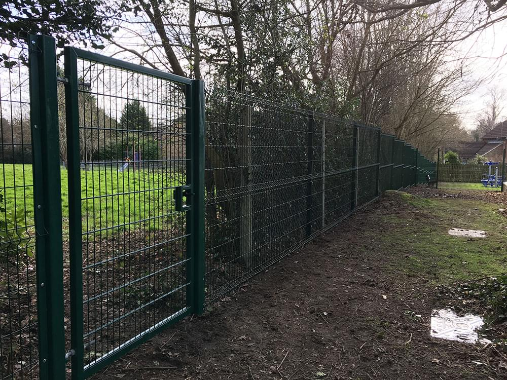 163 V Mesh security fencing