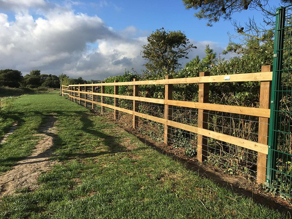 166 Three rail fencing