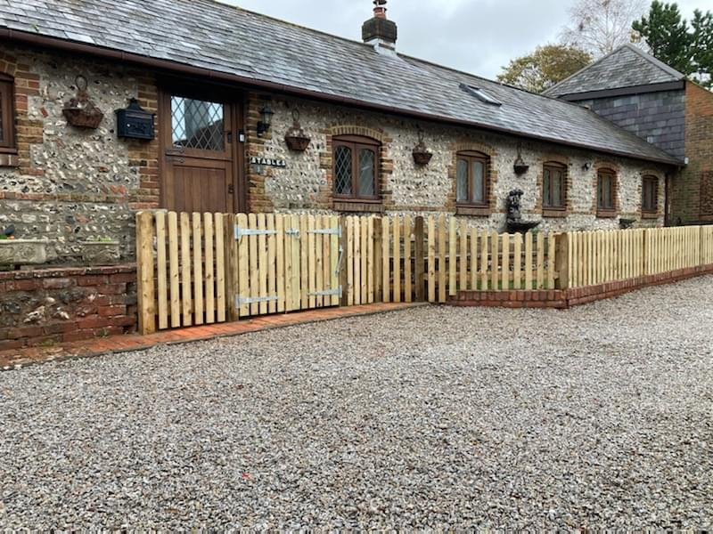 08 Prepared timber palisade fencing